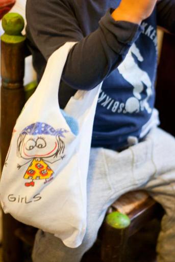 Convierte una vieja camiseta en una bolsa