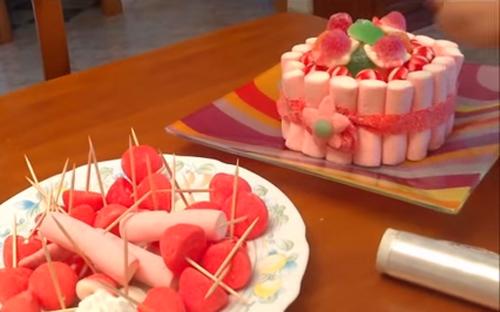 Cómo hacer una tarta de gominolas