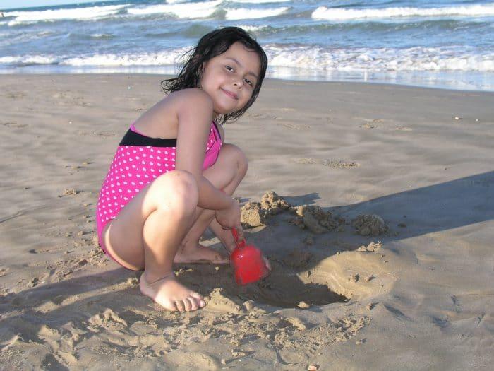 Te proponemos unos divertidos juegos infantiles para la playa