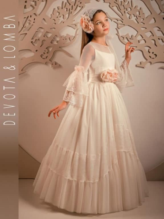 precio asombroso costo moderado incomparable Mucho tul y encaje en los vestidos de Primera Comunión del ...
