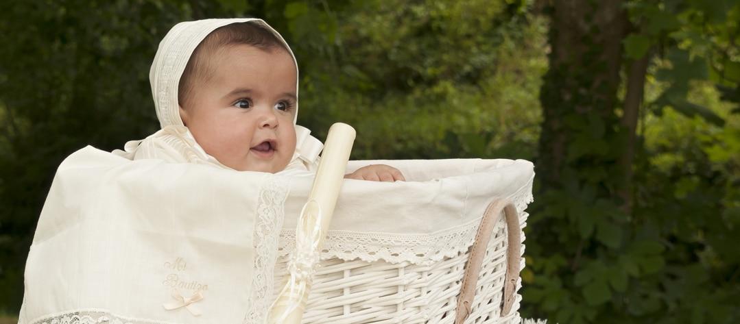 bebé en bautizo