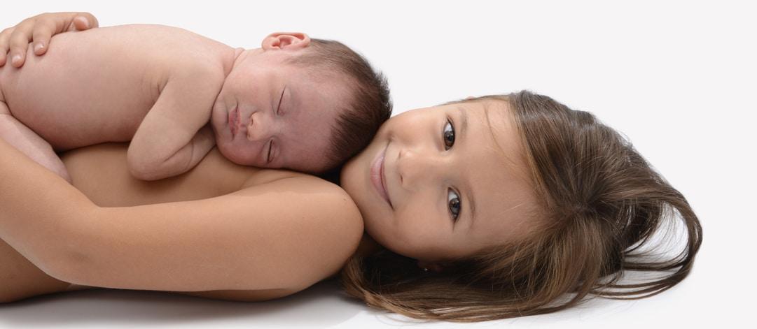 Foto hermanos recién nacido Madrid